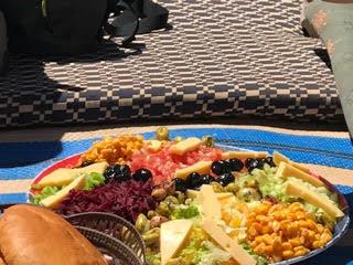 middagmaal tijdens trekking